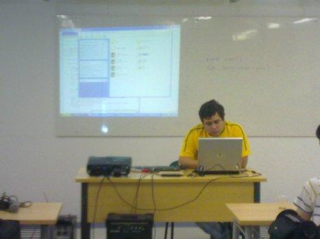 Rômulo Jales demonstrando seu projeto sobre o Django