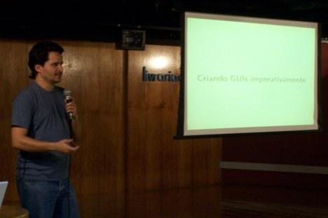 Lauro Moura falando sobre PySide e QML