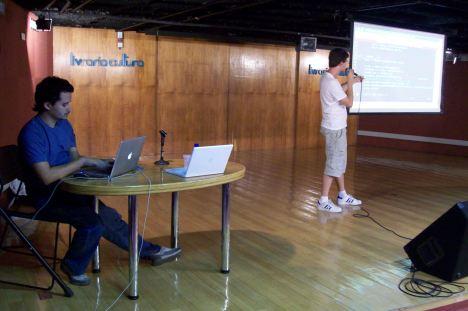 Daker e Lauro Moura apresentando PySide e QML