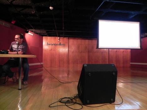 Luciano Rodrigues apresentando Python na Prática