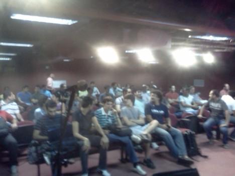 Público se acomodando no I Dia do X Encontro do PUG-PE