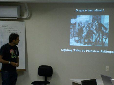 Marcel apresentando sobre Palestras Relâmpago