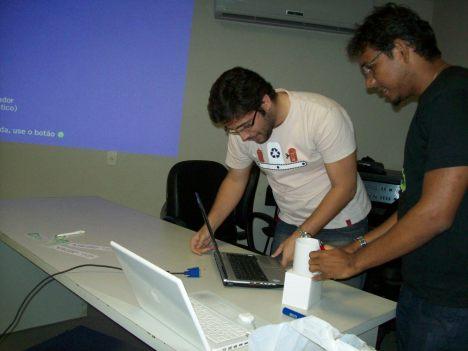 Guilherme Medeiros preparando sua apresentação