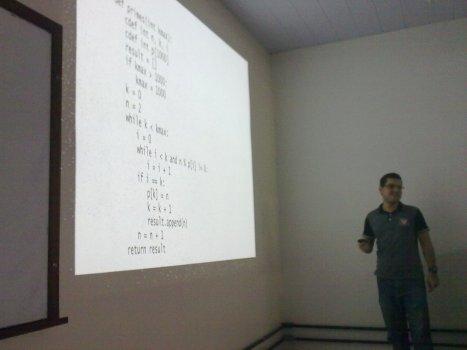 Anderson Berg apresentando sobre Clustering