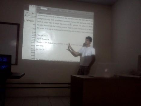 Daker apresentando Otimizações com decorator em Python