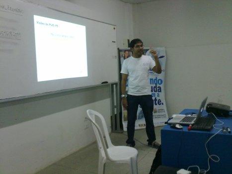 Marcel palestrando sobre o que é o PUG-PE
