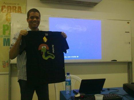 Marcelo Lacerda com sua Camisa do PUG-PE