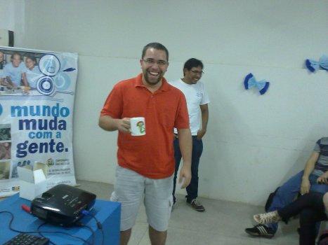 Bruno Melo com a caneca que ganhou no sorteio !