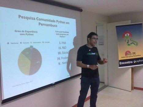 Marcel Caraciolo apresentando os resultados da pesquisa sobre Python em Pernambuco