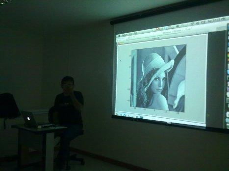 Marcel demonstrando o uso de Python para manipulação de gráficos