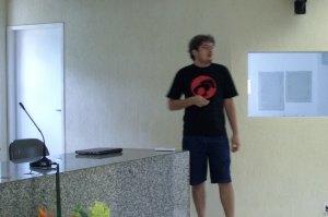 Gustavo Henrique apresentando sobre Cassanda e NoSQL
