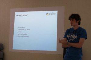André Ericson apresentando sobre Tarefas Automatizadas com Python