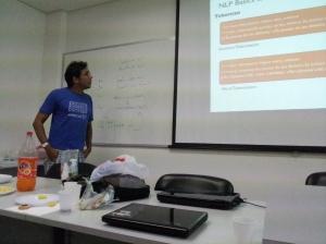 Marcel Caraciolo apresentando sobre NLP com Português