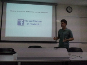 Jonas apresentando seu trabalho junto ao Wikipedia